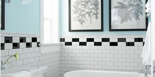 lovely-bathroom-design-ideas-for-small-space-with-white-clawfoot-tub-and-white-pedestal-sink