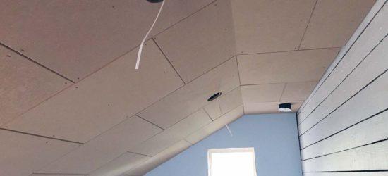 LED-paneelien kolot ja sähköt valmiina... Katto VH1:ssä pinnoitettu odottamassa kittausta ja viimeistelyä.