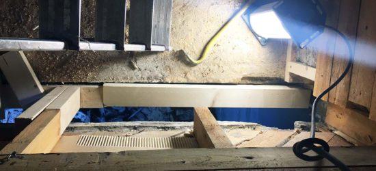 Lahot poissa, aukko kellarin sisäänkäynnille näkyy, sekä osa uusista korjatuista rakenteista.