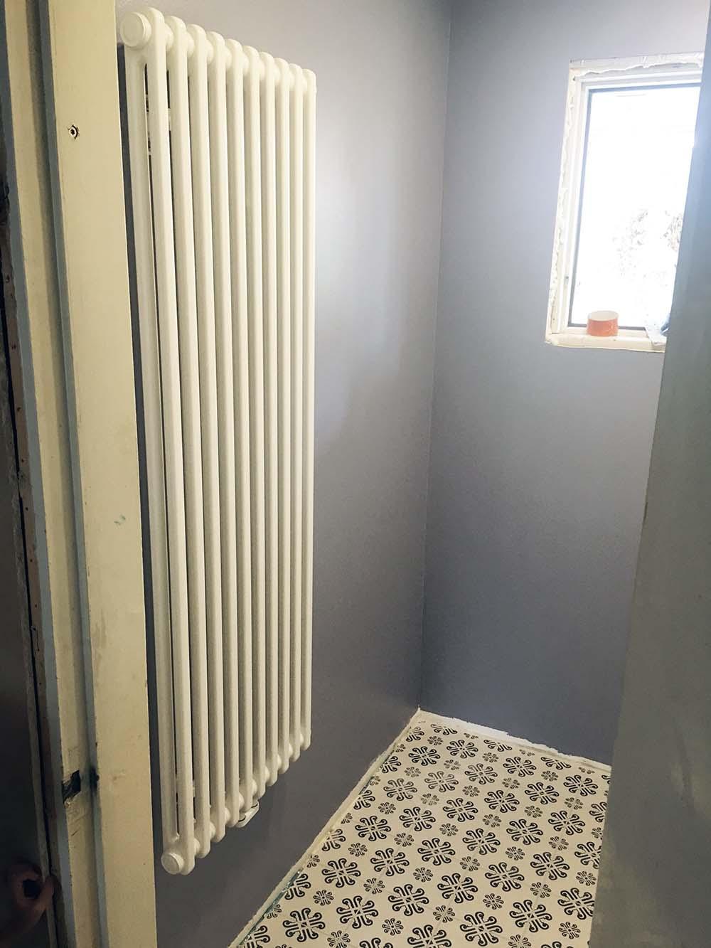 1 krs WC – Vaihe 7 Pintatyöt (laatoitus ja maalaus) sekä