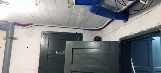 PEX:t kiinnitetty kellarin kattoon mahdollisimman siististi :) Toivottavasti kelpaa putkimiehelle...